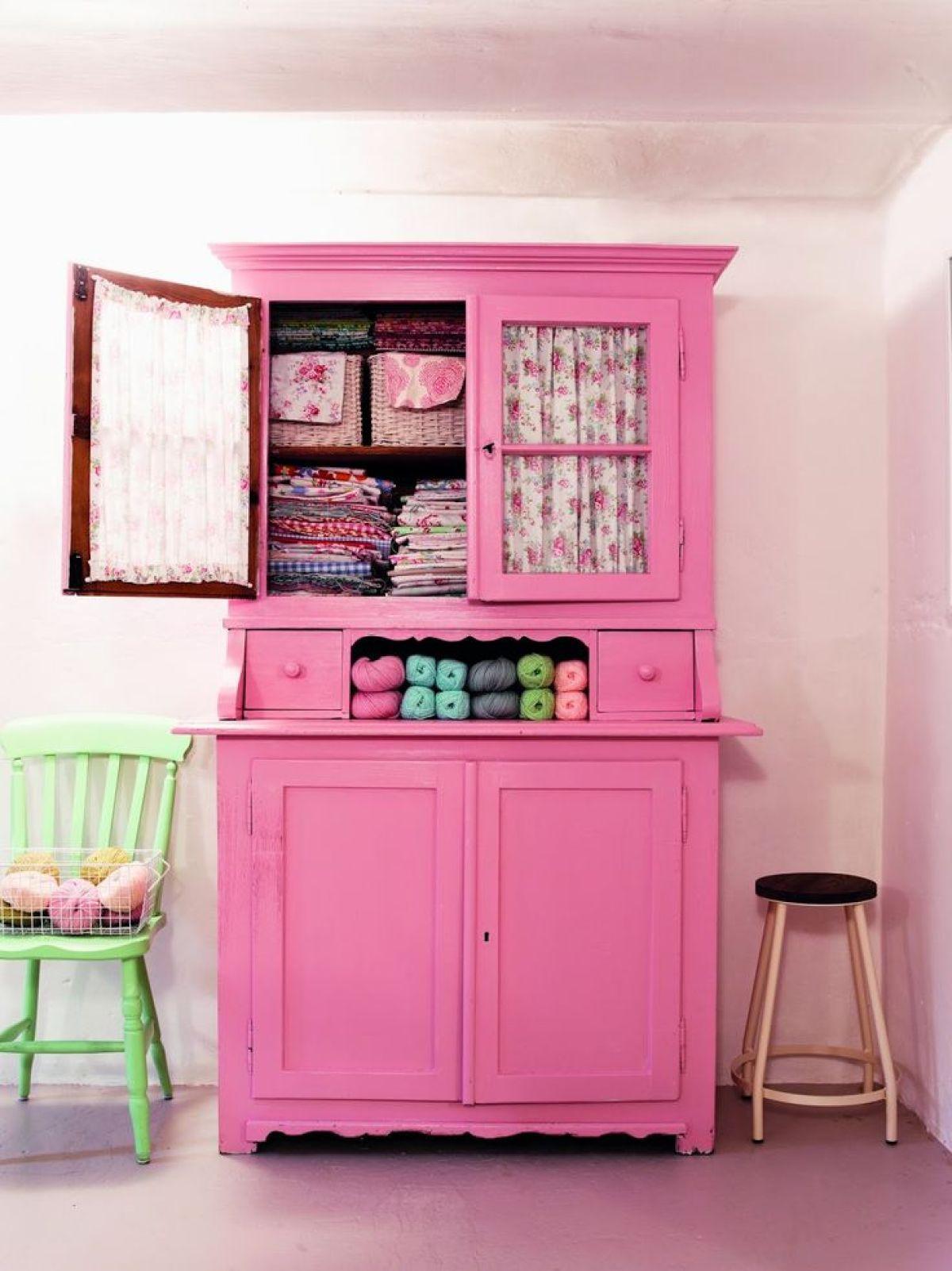 armoire-ancienne-repeinte-rose