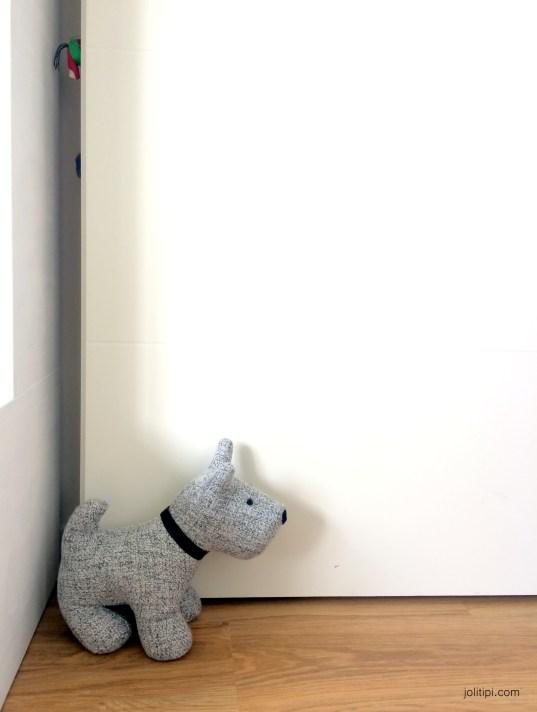 Chambre enfant noir blanc - Cale-porte Chien (2)