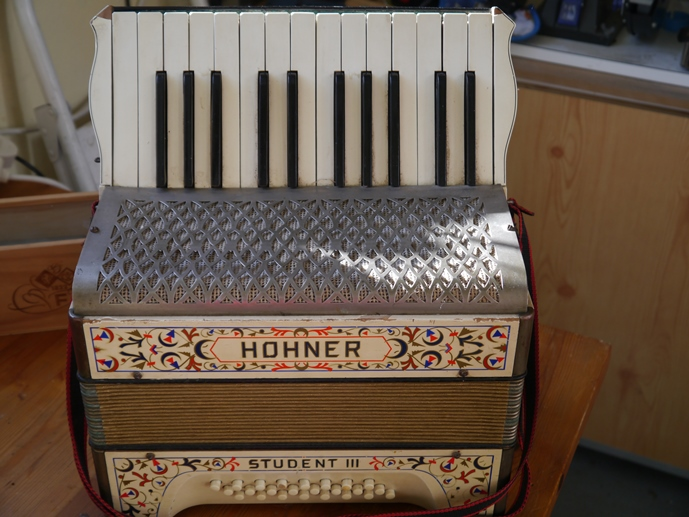 Hohner Student PA 24 bass (restored  ) » Jolly Roger Accordions