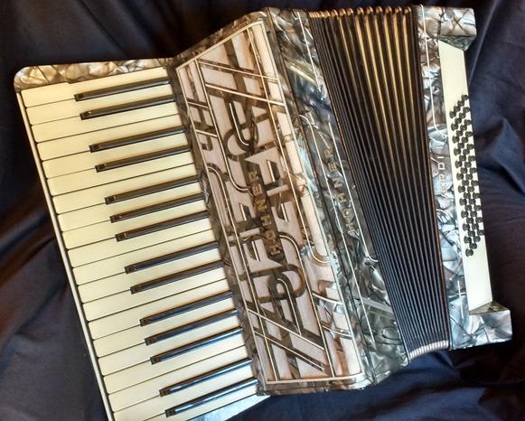 Hohner Verdi I piano accordion 48 bass