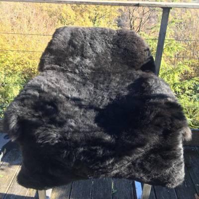 tapis mouton noir poils courts