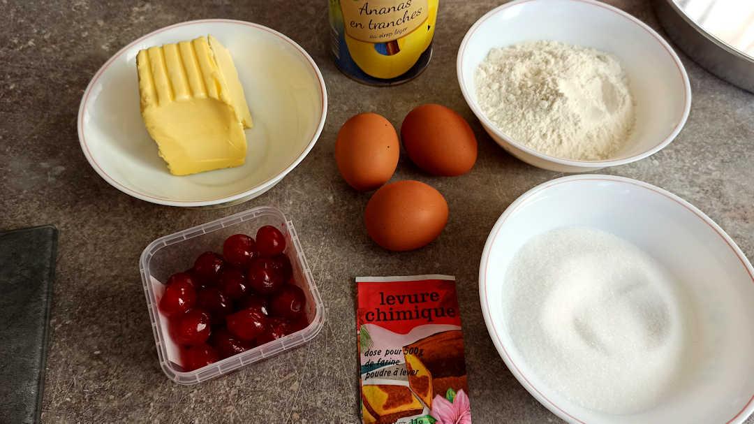 Les ingrédients du gâteau ananas caramel