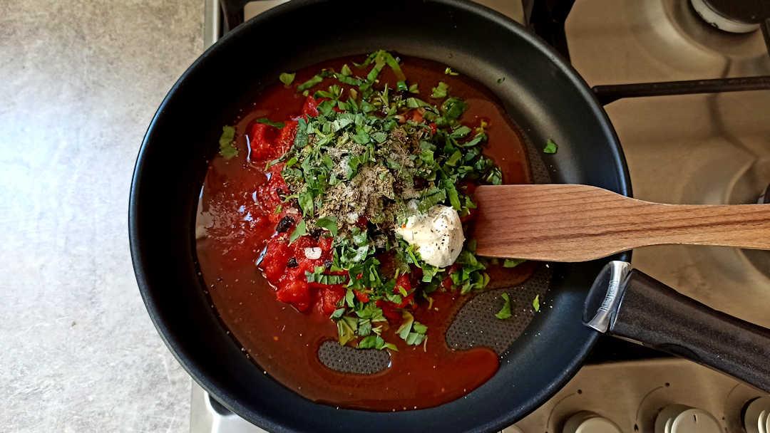 Préparation de la sauce tomate