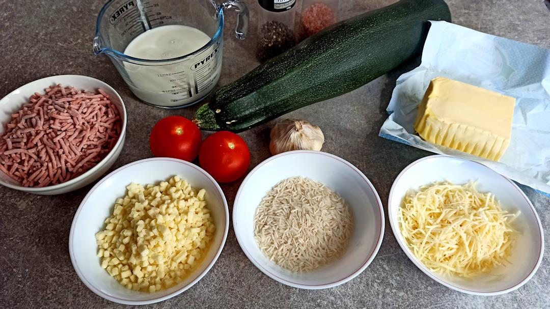 Les ingrédients de la recette de courgette farcie sauce au fromage
