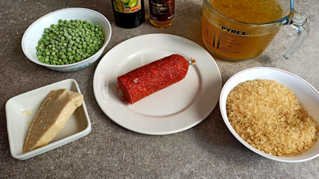Les ingrédients du risotto au chorizo et petits pois