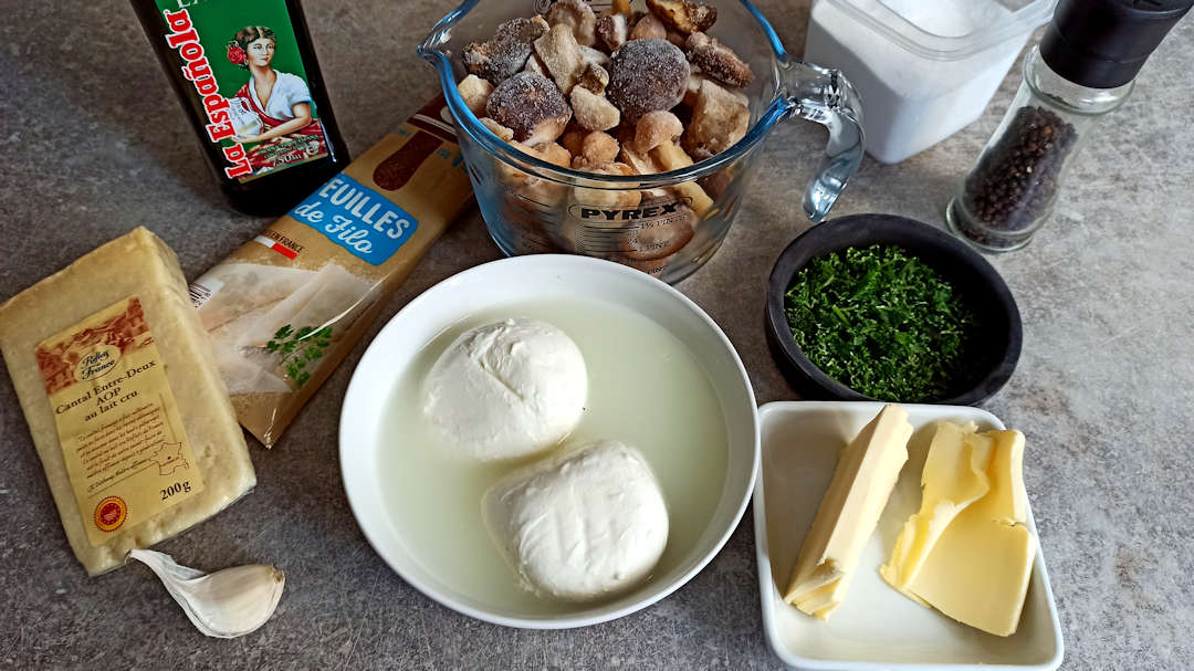Les ingrédients de la tarte croustillante à la mozzarella et champignons