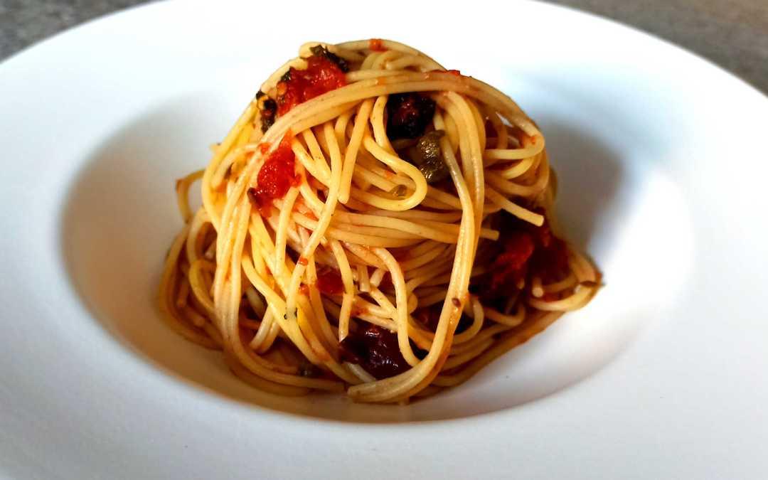 Spaghetti alla puttanesca : une recette italienne de la région de Naples