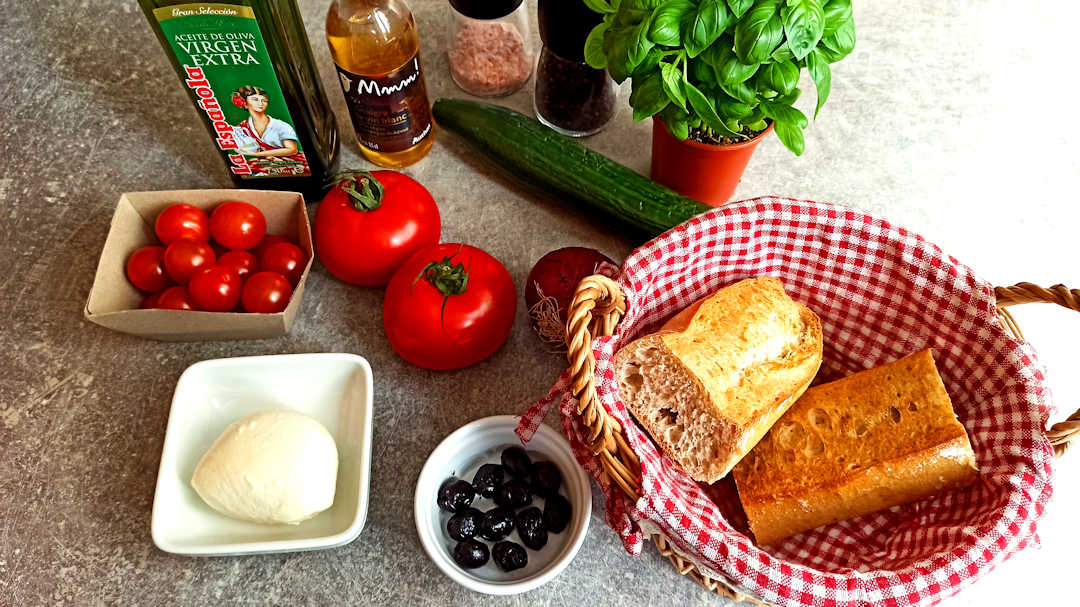 Les ingrédients de la panzanella alla fiorentina