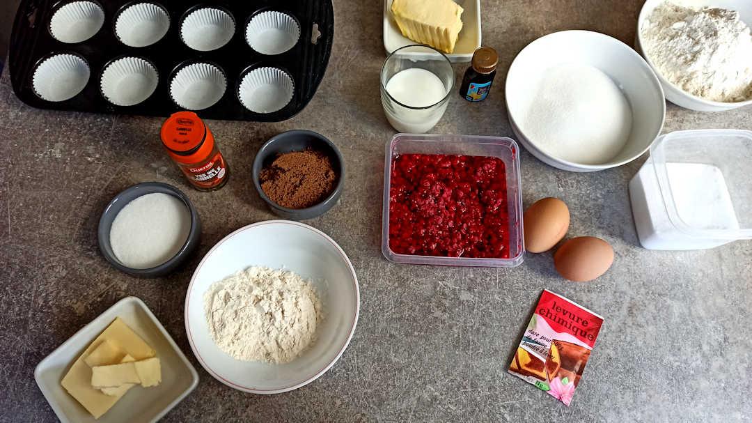 Les ingrédients des muffins aux framboises et crumble à la cannelle