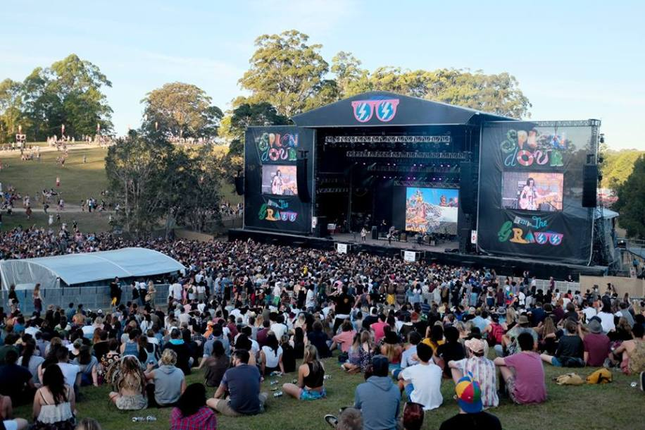 hundreds of people watching event at Splendour in the Grass