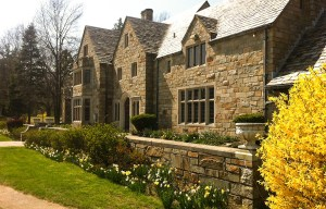 Mansion-with-forsythia-from-rt