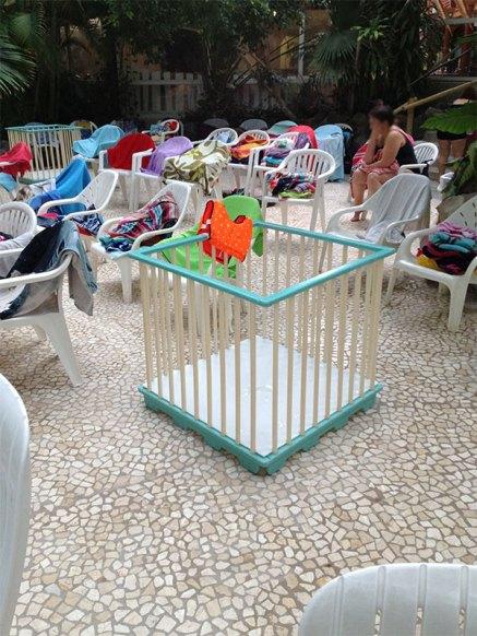 A l'intérieur de l'espace aquatique, il y a des parcs pour les bébés.