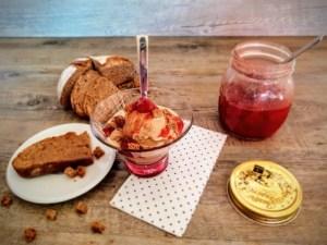 Gelato pane burro e confettura di fragole