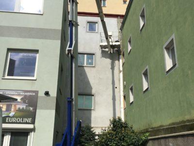 Oprava fasády vysokozdvizna plosina Bratislava