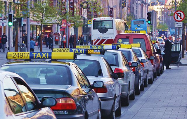 file-taxis-attente-client