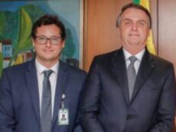 Chefe da Comunicação de Bolsonaro recebe dinheiro de emissoras e agências contratadas pelo governo