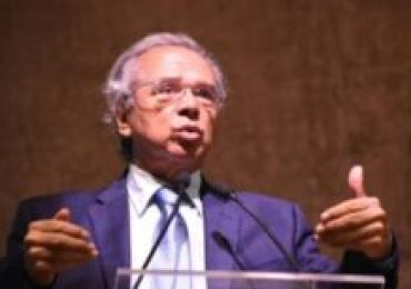 Cachorro morde Paulo Guedes