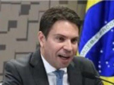 Bolsonaro nomeia amigo da família que vai investigar a família