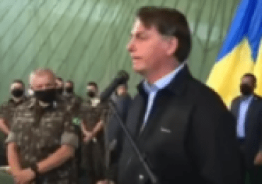 Bolsonaro critica governadores e prefeitos e diz que cloroquina no inicio cura 100%