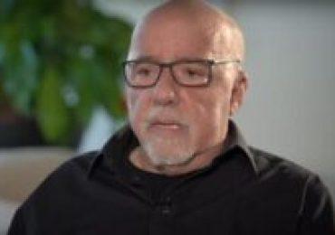 """Paulo Coelho: """" o mundo tem pena do Brasil"""""""