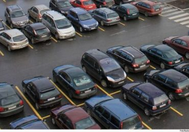 Assaltada em estacionamento de supermercado vai receber indenização