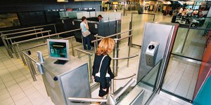 Schiphol customs privium iris scan
