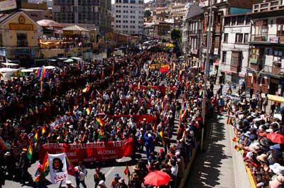 MULTITUDINARIO APOYO A LA NUEVA CONSTITUCION BOLIVIANA
