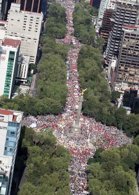 MARCHA MAS DE 350 MIL PERSONAS EN APOYO A ELECTRICISTAS MEXICANOS.