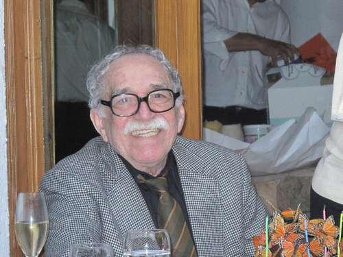 """Gabriel García Márquez captado el domingo, cuando festejó su cumpleaños 85, que es hoy, martes 6 de marzo. """"La fiesta de los Piscis"""" ocurrió en casa de José Luis Cortés y otros cinco amigos nacidos bajo el mismo signo zodiacal. Foto Bruno Newman"""