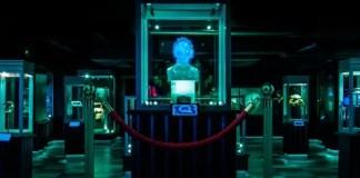 Imagem promocional de black mirror, episódio black museum