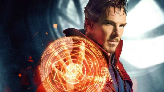 Imagem promocional de Benedict Cumberbatch como Doutor Estranho