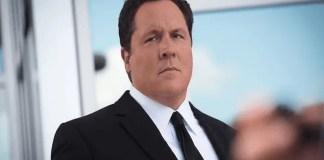 Jon Favreau como Happy Hogan no filme Homem de Ferro