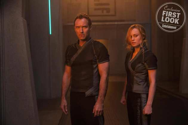 Jude Law e Brie Larson em Capitã Marvel