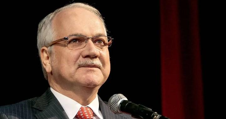 Ministro do STF suspende tramitação do pedido de impeachment
