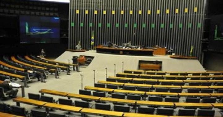 Comissão especial rejeita destaque sobre aposentadoria de professores