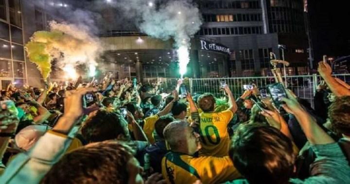 """""""Brasil Olê Olê Olê """"Torcedores brasileiros fazem a festa na Russia com o novo hit de 2018"""
