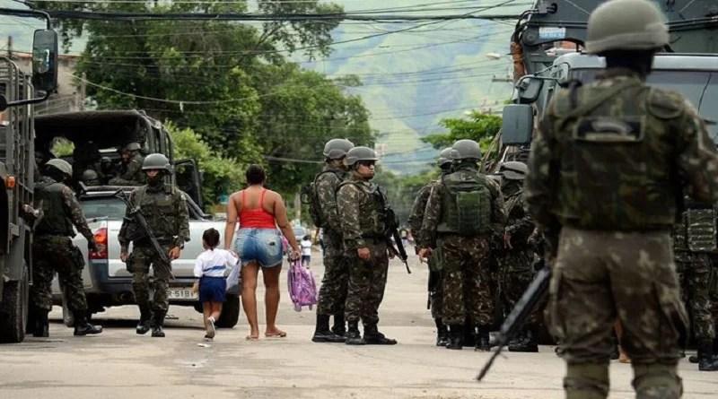Operação das Forças Armadas em comunidades do Rio deixa 11 mortos