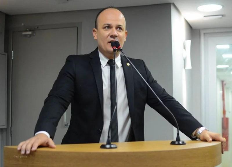 Cabo Gilberto anuncia que se sair do PSL não dará satisfação a Julian Lemos