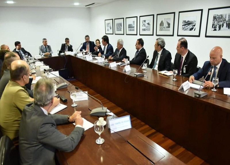 Ministros se reúnem para discutir ações de combate ao novo coronavírus