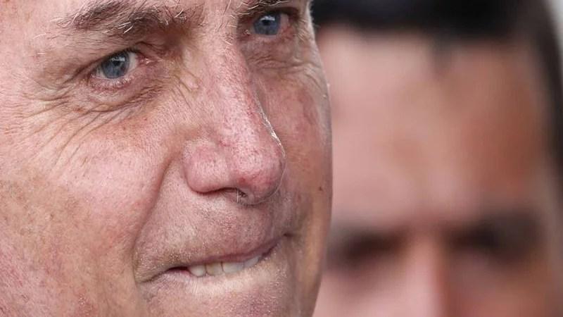 11 membros da comitiva de Bolsonaro na viagem aos EUA testam positivo para Covid-19