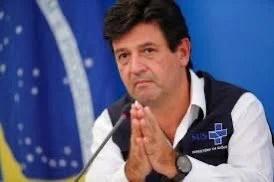 Bolsonaro desiste de demitir Mandetta nesta segunda-feira; ministro segue balançando no cargo