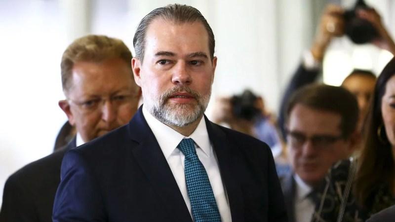 Presidente do STF, Dias Toffoli é internado para cirurgia e apresenta sintomas de Covid-19