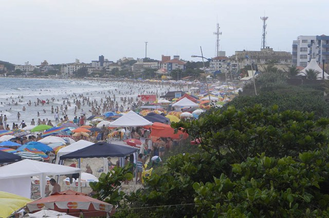 Praia dos Ingleses é uma das mais movimentadas do Norte da Ilha