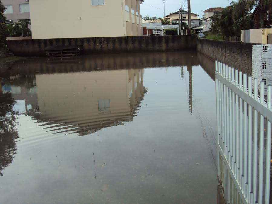 rua-alagada-chuva-servidao-maria-ramos-gama-santinho-02