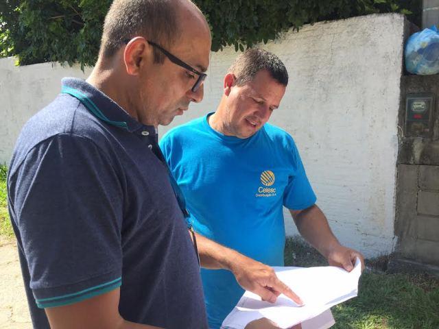 Celesc faz revisão na rede de distribuição com base na reclamação dos moradores