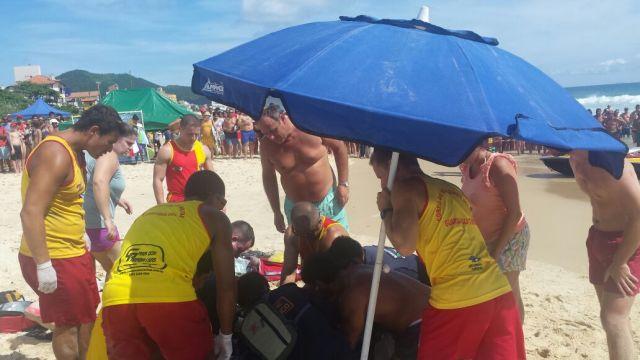 Turista argentino sofre para da cárdiorrespiratória na beira da praia em Ingleses