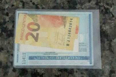 Morador do Santinho encontra carteira perdida e entrega ao dono
