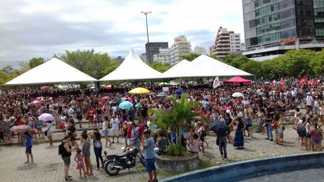 Professores em greve não iniciam o ano letivo nas escolas municipais de Florianópolis