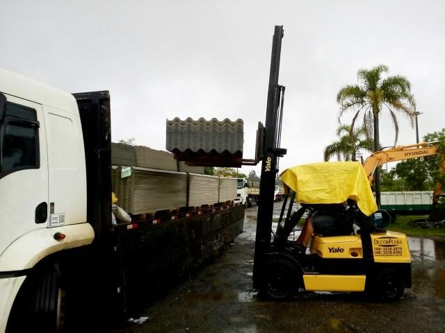 Defesa Civil envia mais 3,6 mil telhas após o vendaval no Norte da Ilha