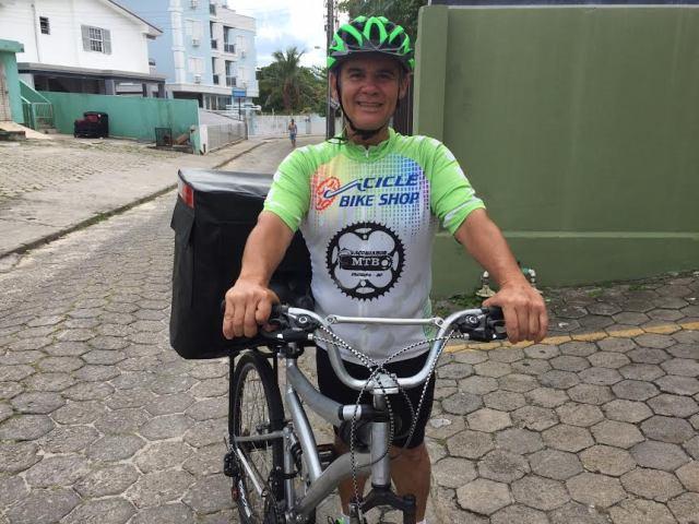 Morador do Norte da Ilha vai viajar de bicicleta dando palestras pelo Brasil